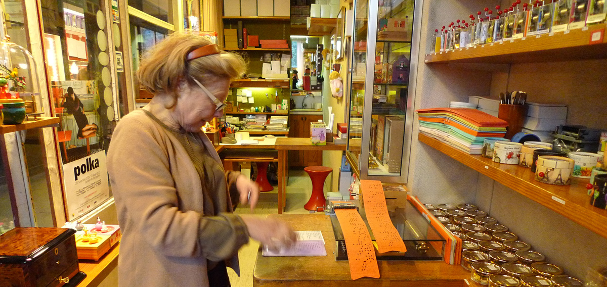 Parisian Music Box French Store or Boites a Musique Anna Joliet